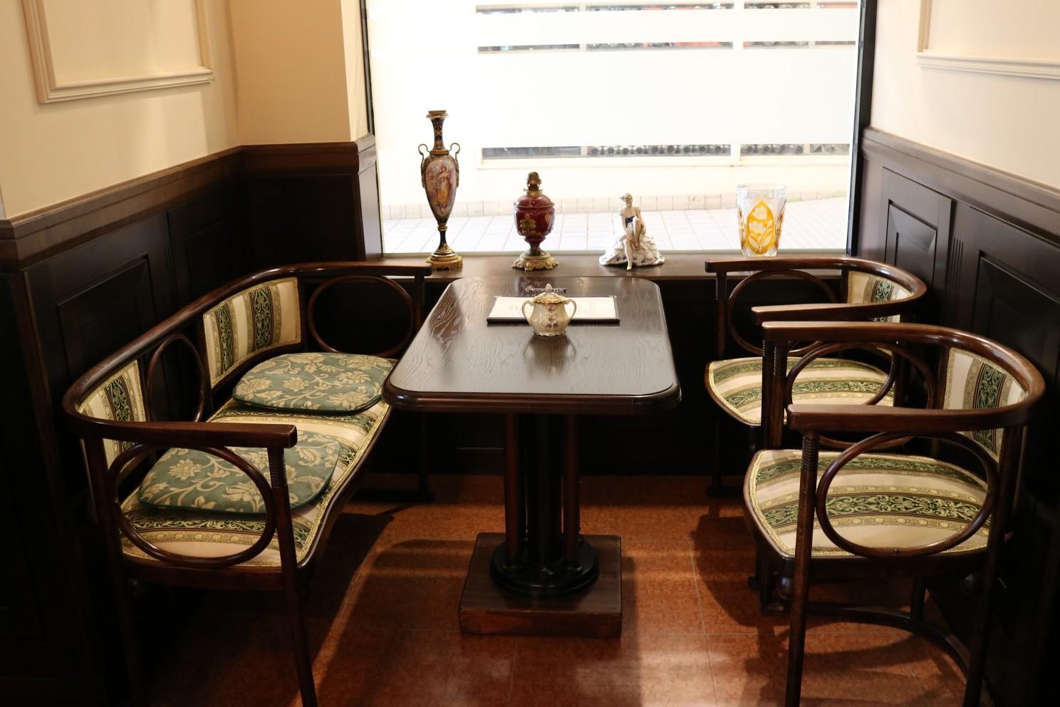 テーブル椅子1